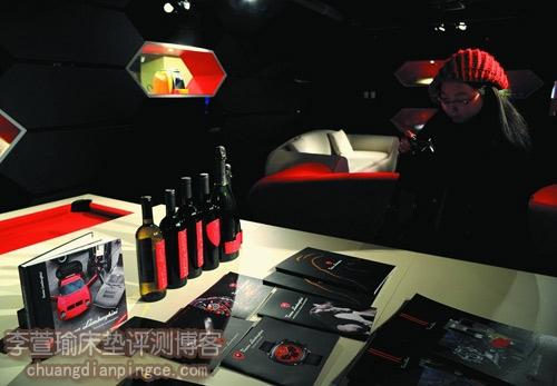 兰博基尼展示中心展出的奢侈床垫等