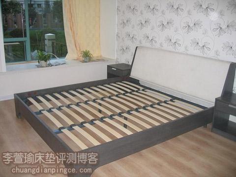 使用乳胶床垫,该买什么样的床架好?